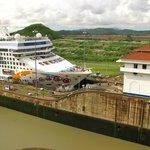 Crucero en el pase de las Esclusas Miraflores