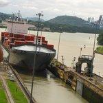 Esclusas Miraflores - Pasaje de un carguero