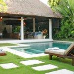 Semara pool & lounge
