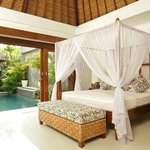 Suoni pool bedroom