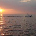 Sonnenuntergang während eines Bootsausflugs