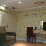 splendide decorazioni su pareti e soffitto della camera