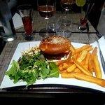 Frites et hamburgers géants