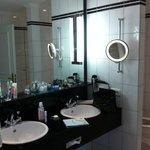 bathroom suite 115