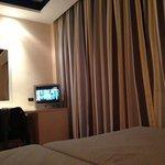 Tv y mesa desde la cama