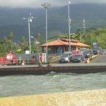 Ferry llegando a la isla