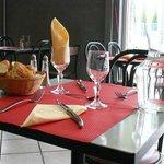 *Entrez Table pour deux, Petite mais belle.