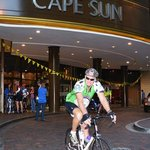 Cape Argus cycle tour - cyclist leave the Hotel