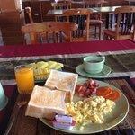 they serve basic breakfast...