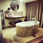 amazing freestanding bath