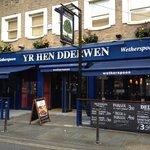 صورة فوتوغرافية لـ Yr Hen Dderwen Wetherspoons