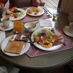 ラウンジでの朝食(FREE)
