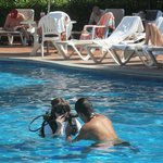 Scuba lesson in the pool