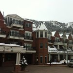 View of hotel with Aspen mountain at back