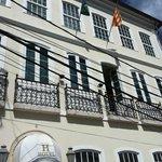 Falta bandera de España y del estado de Salvador