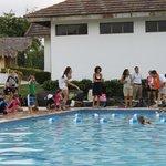 Детские соревнования в бассейне