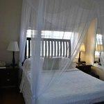 Small Queen Room: Der Platz neben dem Bett