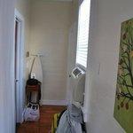 Small Queen Room: Der Durchgang zum Bad und Eingang