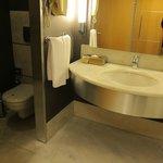 リクソス コンヤ・・・清潔な洗面とトイレ