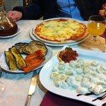 gnocchi et pizza 4 fromages avec legumes grilles