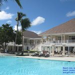 Beautiful pool & restaurants at the spa and golf pro shop