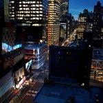 Vue de nuit sur la 8th Avenue