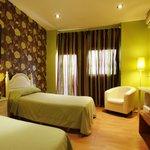 Habitación doble con baño completo , televisión de plasma,wifi gratuito, aire acondicionado.
