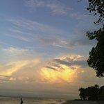 Couché de soleil à couper le souffle, plage de Sorro