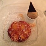 Ananas flambata con gelato balsamico
