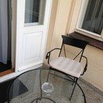 petite terrasse appartenant a la chambre de luxe