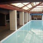 la piscina muy limpia
