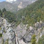 Una cascada camino a la cima