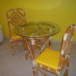 hermosas sillas y mesa