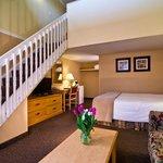 2 queen loft suite