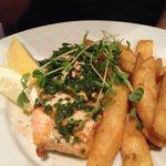 Salmon with chips.