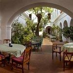 Courtyard Restaurant - Carte Blanche, Hotel de l'Orient