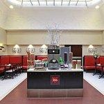 Salle Petit-Déjeuner/Breakfast room