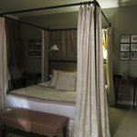 lovely 4 poster bed