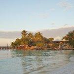 le ponton et la plage au lever du jour