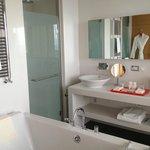 Salle de bain avec baie vitrée! Magnifique