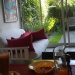 El desayuno con vista al jardin