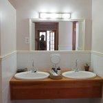 bagno con doppio lavablo