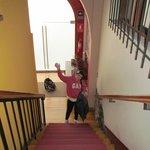 Escalera que conduce a las habitaciones