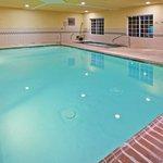 CountryInn&Suites Valparaiso Pool