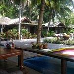 chambres devant piscine et mer