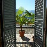 Blick vom Zimmer auf die Terrasse