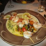 Skewers of king prawns and cherry tomatoes in limoncello and garlic sauce