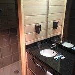Badkamer - alles aanwezig - proper en modern