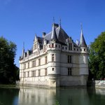 Le château se reflétant dans l'eau