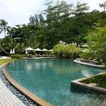 La piscine à coté du restaurant Cyann